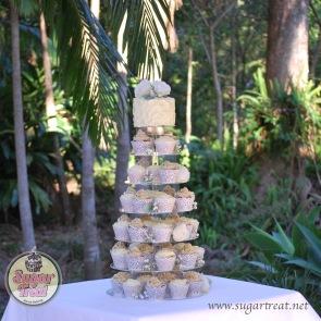Cupcake tower (60 cupcakes and cutting cake)