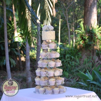 Cupcake tower (60 cupcakes and cutting cake)