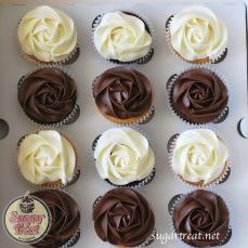 Cupcakes chocolate and vanilla mix