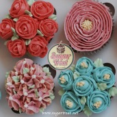 Cupcakes detailled flowers top