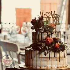Wedding cake caramel and chocolate drizzle 2